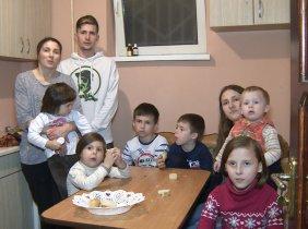 """Campania Socială """"Moldova 1 aduce Crăciunul"""" pentru familia Vilisov"""