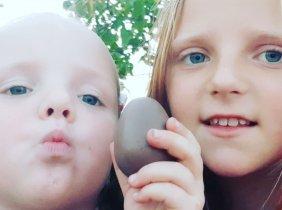 Din inimă pentru surorile Iulia și Xenia