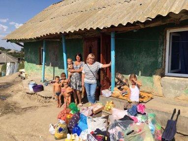 Ajutor pentru o familie cu nouă copii din satul Țînțăreni