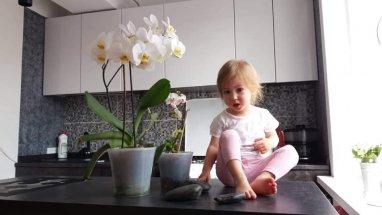 Corina Curagau se bucura din plin de copilarie si viata!